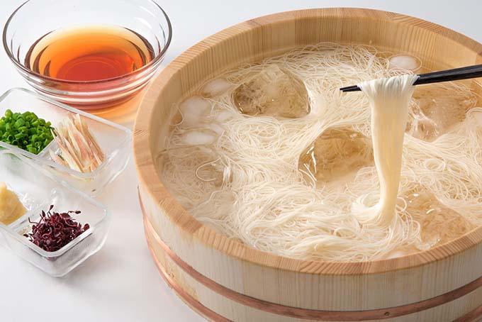 素麺を食べると頭の中から涼しくなる